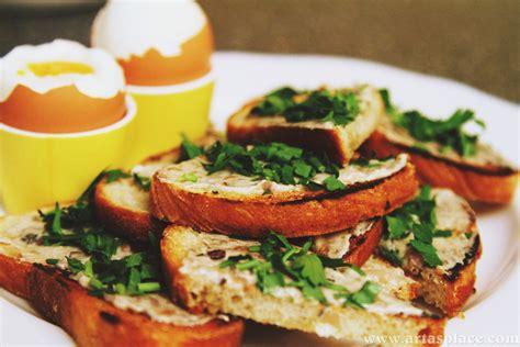 Virtuves nedarbi: Anšovu brokastu maizītes ar vārītu olu ...