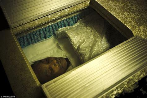 anton kusters  show  japans yakuza crime