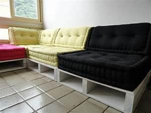 Paletten Couch Kissen : sofa aus paletten 42 wundersch ne bilder ~ Orissabook.com Haus und Dekorationen