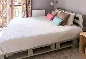 Matratze Für Palettenbett : schritt f r schritt dein palettenbett selber bauen desmondo ~ Eleganceandgraceweddings.com Haus und Dekorationen