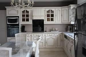 Restauration de meubles anciens cuisine relooke decoration for Deco cuisine avec meuble blanc ceruse salle a manger