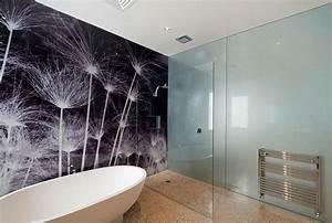 panneau decoratif mural en verre dans la salle de bains With salle de bain design avec panneau décoratif mural pvc