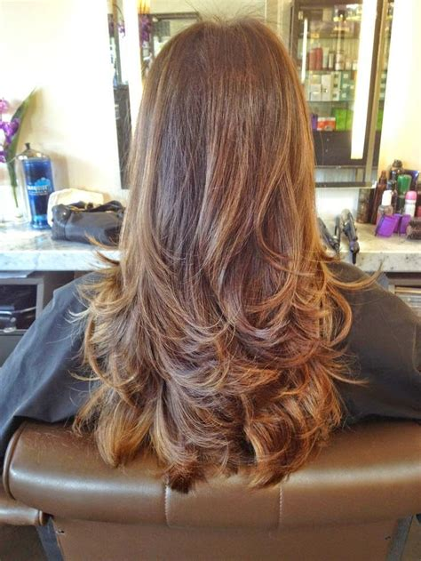 Hairstyles and Women Attire: Top 5 Long Layered Haircuts