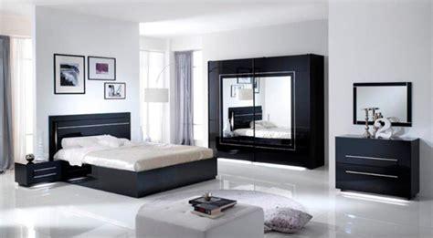 armoire chambre noir laqué armoire 2 portes coulissantes city laque noir chambre à