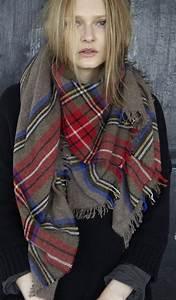 comment porter une echarpe carree a carreaux ecossaise With echarpe plaid carreaux