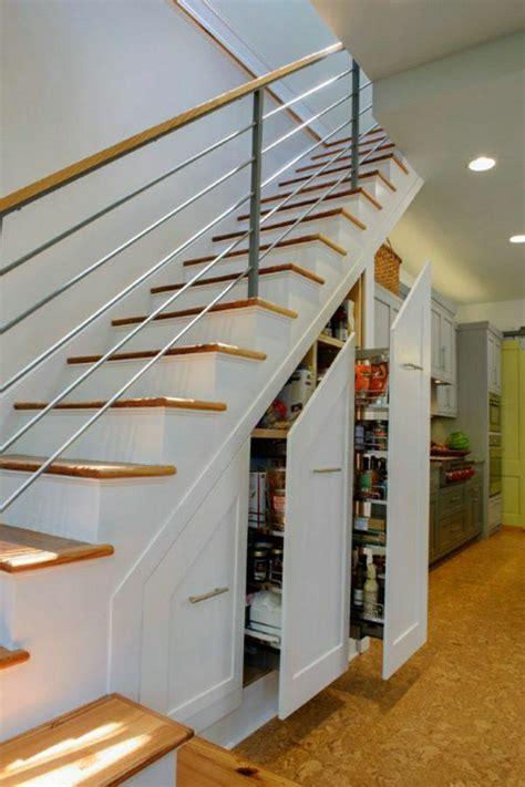 amenagement sous escalier tournant les 25 meilleures id 233 es de la cat 233 gorie escaliers modernes sur design d escaliers