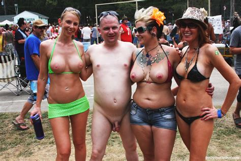 Nudes a poppin event pictures - Naked and Nude in Public Pics