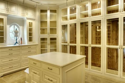 awesome closet doors and individual compartments keep