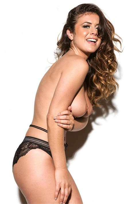 Kelly Hall Leaked Nudes Model Showed Her Big Tits
