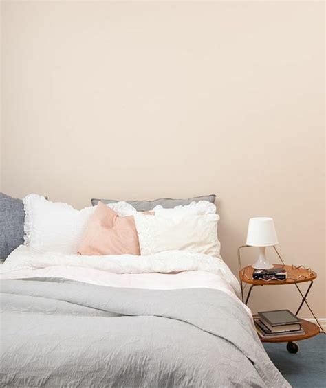 peinture mur chambre à coucher la couleur saumon les tendances chez les couleurs d