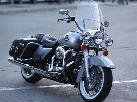 Modification Harley Davidson Road King by Harleydavidson Flhrc Road King Classic 2010