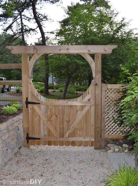Small Wooden Trellis by Rear View Of Diy Garden Arbor And Gate Projects