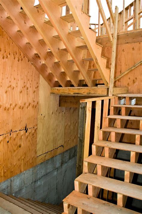 treppe  stufen selber bauen treppe bauen  stufen holztreppe selber bauen bauplan treppen