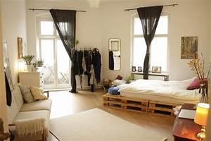 Ein WG Zimmer Mit Palettenbett DIY Bett Paletten WG