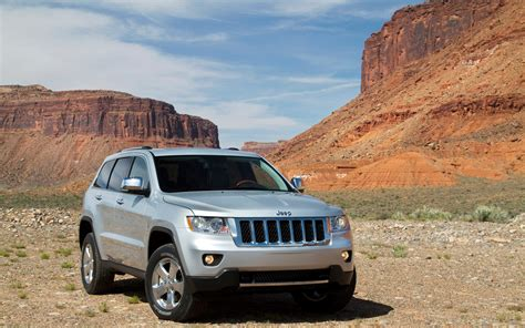 jeep passenger report jeep delays next gen grand cherokee by at least a year