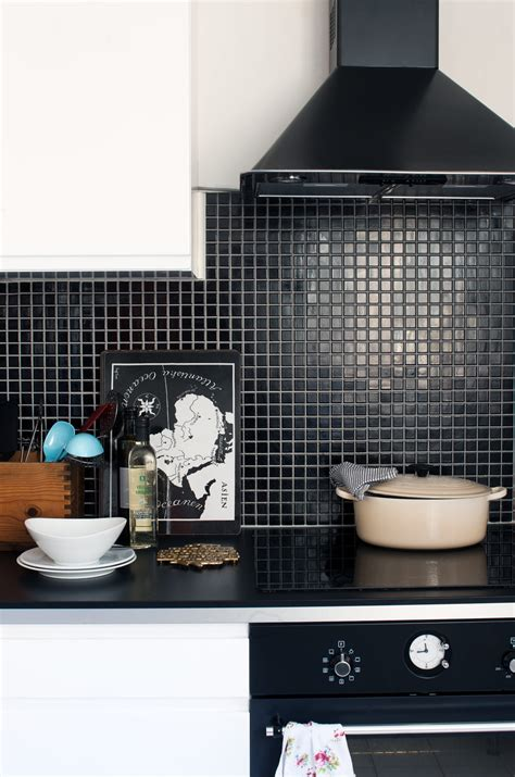 black kitchen wall tiles kitchen subway tiles are back in style 50 inspiring designs 4726