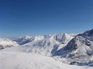 Beautiful, snowy mountains   Photo