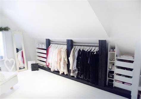 penderie sous comble un dressing mansarde des id 233 es cr 233 atives pour l usage efficace de l espace disponible