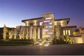 Luxury Modern American House Exterior Design Was Designed By Mark Tracy Of Chemical Spaces To Create A Modern Art