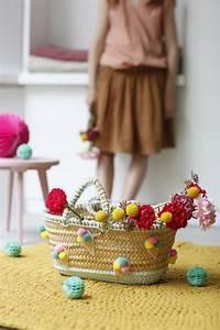 Panier Thailandais Pompon : un panier de rangement customis de pompons et feutrine marie claire ~ Teatrodelosmanantiales.com Idées de Décoration