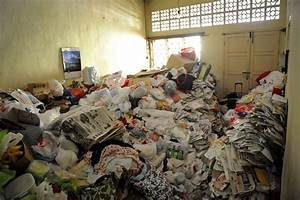 How to help someone with a hoarding problem? Home
