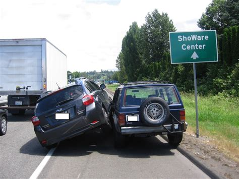 jeep subaru subaru driver gets angry after being passed on the