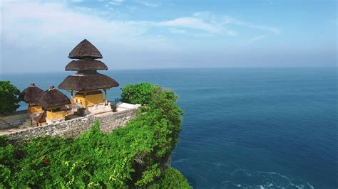 pura uluwatu temple stone cliffs ocean waves and