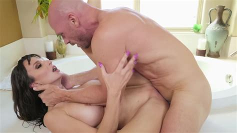 Lexi Luna Gets In Strong Hands Of Johnny Sins And