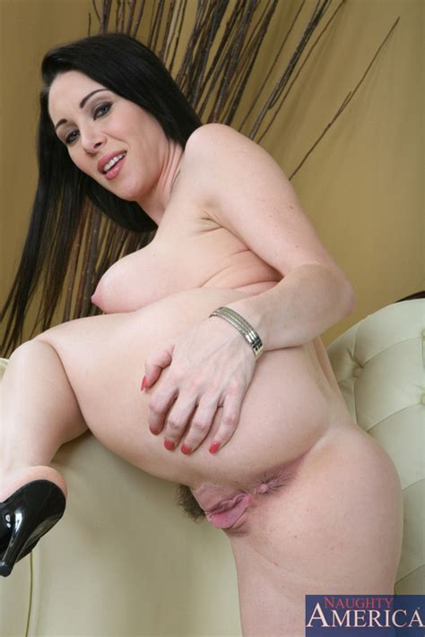 Rayveness Gives Up The Juicy Booty Pichunter