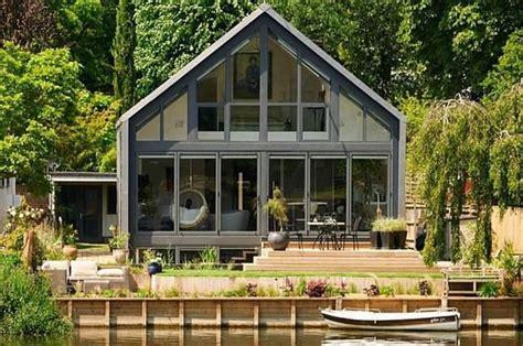 inspirasi desain rumah anti banjir halaman
