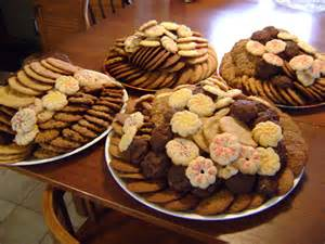 happy everything platters anybody baking cookies this week read this