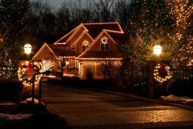 putting  outdoor christmas lights  easier  expert