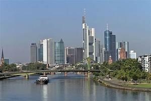 Skyline Frankfurt Bild : skyline blick auf die mainmetropole frankfurt den bankengeb uden und der fl erbr cke ~ Eleganceandgraceweddings.com Haus und Dekorationen