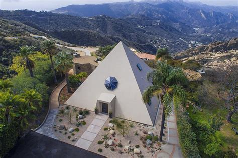 unbelievable pyramid homes fit   pharaoh