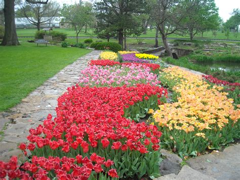 File:Reinisch Rose Garden, Gage Park, Topeka, Kansas01.jpg ...