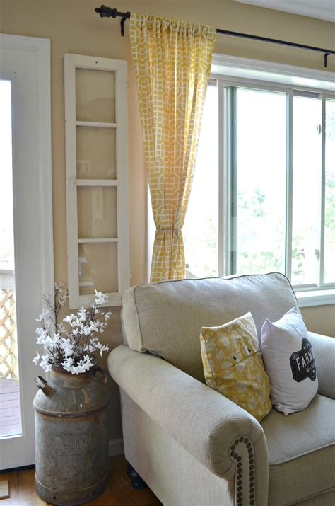 4 Reasons You Should Decorate with Old Windows Little