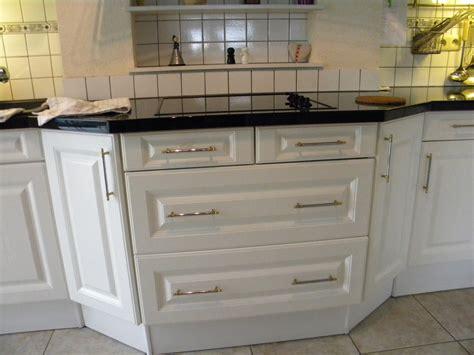 poign馥 de cuisine poignees de portes de cuisine 28 images poign 233 e de porte et tiroir de meuble de cuisine de achat vente poign 233 e bouton meuble