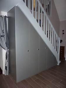 Amenager Sous Escalier : placard sous escalier porte placard pliante recoupable ~ Voncanada.com Idées de Décoration