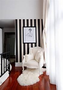 Schwarz Weiß Kontrast : schwarz wei in streifen der kontrast der immer im trend ist ~ Frokenaadalensverden.com Haus und Dekorationen