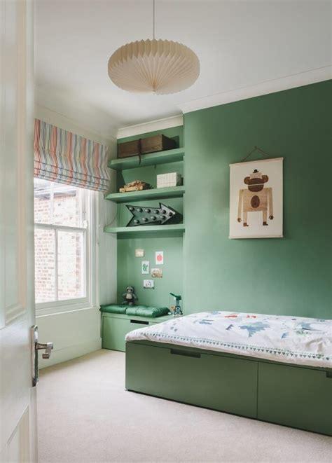 etagere rangement chambre idée de meuble rangement enfant sous lit et étagères