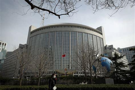 Ķīna atbild uz savu mediju ierobežošanu ASV - izraidīs ...