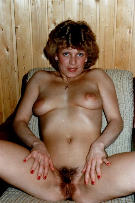Retro Amateur Wife Stretches Her Hairy Pussy