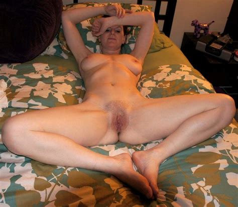 Slender Mature Canadian Jenna Spreads Her Legs Wide 100