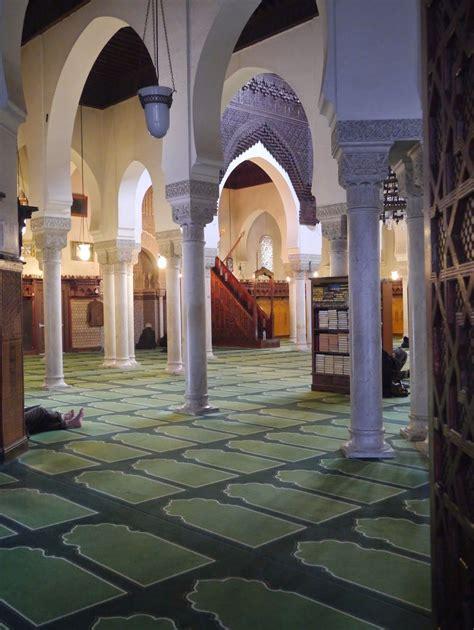En arrivant, vous serez ébloui par la cour intérieure donnant sur le grand patio près de la salle de prières. salle des prières grande mosquée de paris   Architecture ...