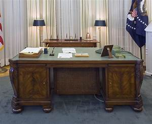 An exhibit of the oval office of the white house as it was for Oval office desks
