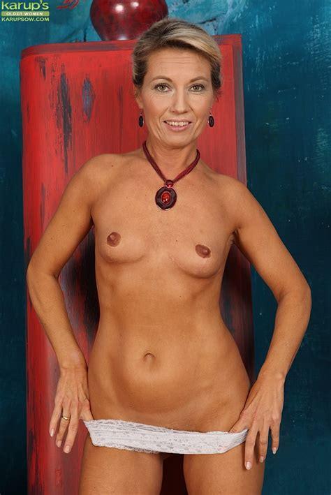 Fit Older Nude Model Janet Darling Fingers Her Horny