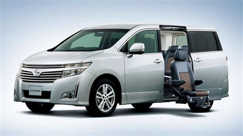 nissan elgrand luxury minivan debuts  japan