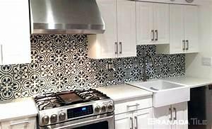 kitchen backsplash ideas for white cabinets black countertops 677