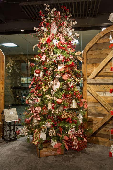 farmhouse christmas  christmas tree chris
