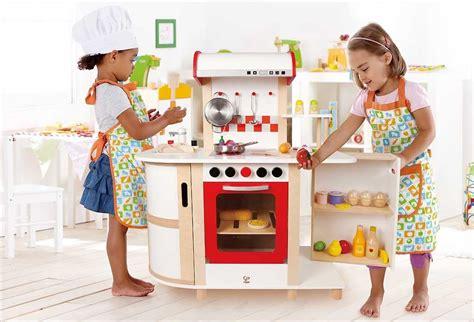 jouets cuisine pour petites filles ma sélection de cuisine enfant en bois 30 jolies